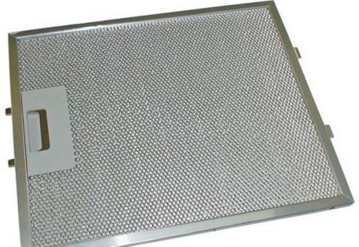 На фото: металлический жировой фильтр для вытяжки