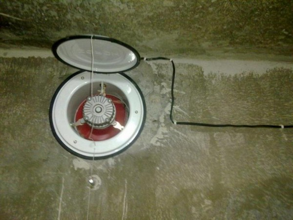 Внутреннее устройство принудительного клапана вентиляции в подвале - на фото