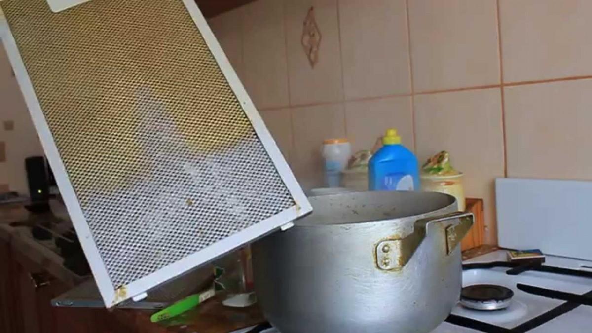 Как почистить решетку вытяжки на кухне от жира
