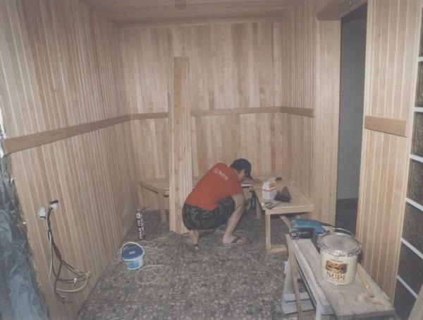 Процесс монтажа системы вентиляции в сауне