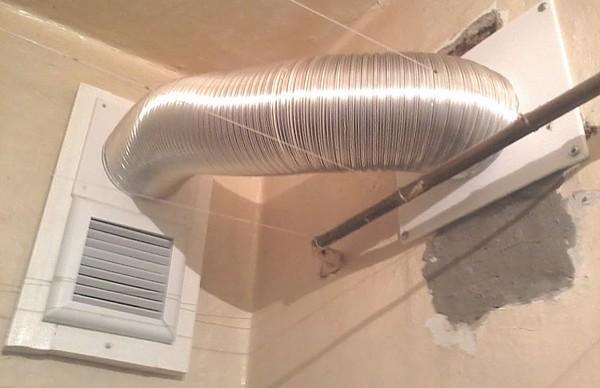 Общая система принудительной вентиляции в ванной комнате и туалете