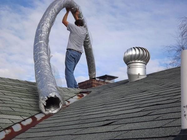 Процесс монтажа гибкого утепленного гофрированного воздуховода из нержавеющей стали