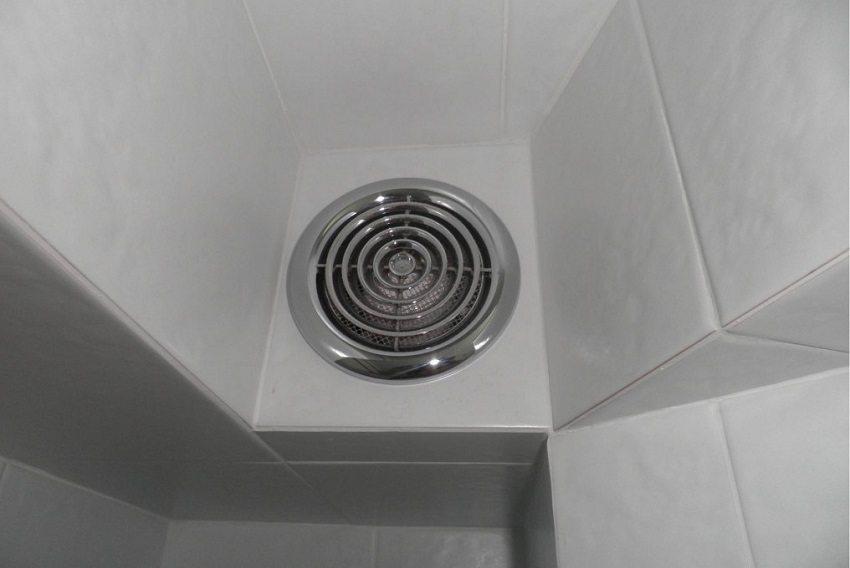 prinuditelnaya-vytyazhka-v-tualete