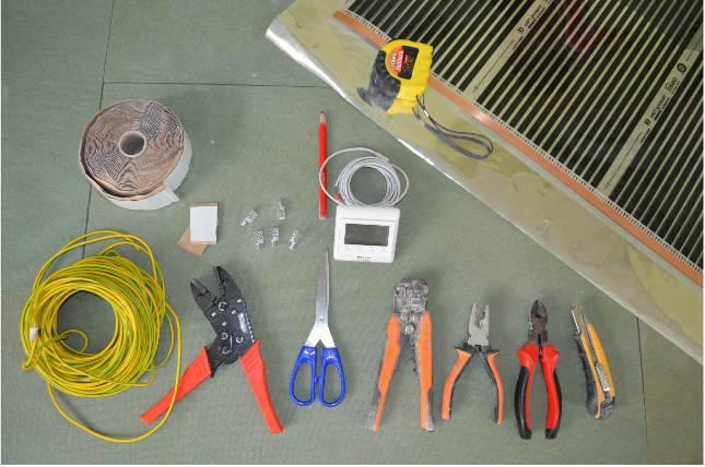 Instrumentyi-dlya-montazha-teplogo-pola